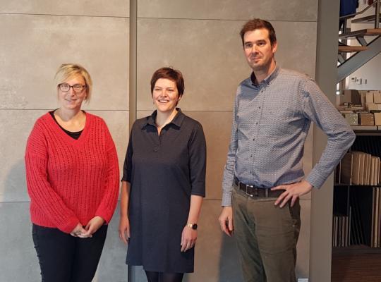 Op de foto met Bart en Ellen, zaakvoerders van Gilbo